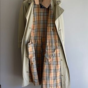 Burberry trench coat size 40 grate condition